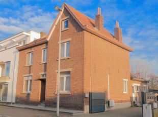 Deze karakteristieke, te renoveren woning is centraal gelegen aan de Heirstraat te Opgrimbie: een toffe deelgemeente van Maasmechelen. In de nabije om