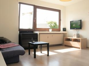 Dit tof appartement met één slaapkamer en garage ligt pal in het centrum van Lanaken. Zowel scholen, winkels, openbaar vervoer zijn op w