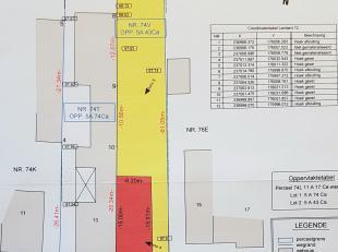 Deze zuidgeoriënteerde bouwgrond van 543 m² voor halfopen bebouwing is gelegen aan de Vlootgracht: een rustige straat in het heuvelachtige G