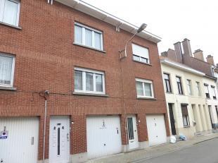 Een betaalbare starterswoning of investeringspand...<br /> Deze bel-étage beschikt op het gelijkvloers over een grote garage met bergruimte. Ee