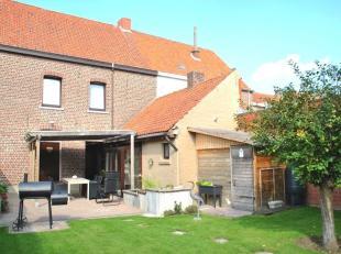 Garage, 4 slaapkamers, 2 zolders en prachtige tuin <br /> We vinden deze woning terug in het centrum van Rekkem. De statige voorgevel straalt warmte u