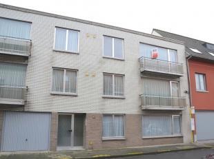 Nabij het centrum van Lauwe...<br /> Dit appartement ligt op de tweede verdieping van een blokje van 5 appartementen zonder lift en bestaat uit een ru