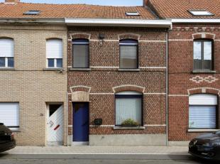 Een zeer aangename en instapklare woning op een centrale maar rustige ligging ...<br /> Achter deze gevel vinden we een verrassend ruime en lichtrijke