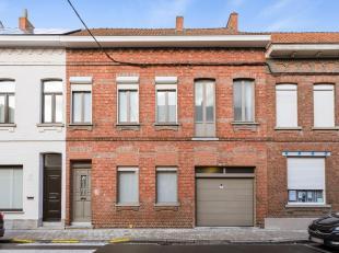 Gelegen op 445 m2, 4 slaapkamers, mooie tuin en grote zolder, .<br /> In één van de meest statige straten van Wevelgem ligt dit grote hu