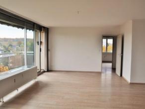 Wavre (Parc des Saules), dans un environnement calme et verdoyant, bel appartement 2 chambres, totalement rénové en 2015 (cuisine, sanit