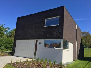 Deze open bebouwing werd gebouwd op een perceel van meer dan 9 are in het pittoreske Duisburg. Als deelgemeente van Tervuren, biedt deze locatie in de