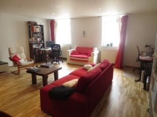 A 100 m de la Grand'Place, au calme en intérieur d'îlot, spacieux appartement 1 chambre d'une superficie de ± 85 m² situ&eacu