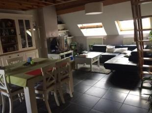 Nabij het centrum van Halle, in een zeer rustige straat, prachtig triplex appartement (3 niveaus) van ca. 110 m² in een klein gebouw zonder gemee