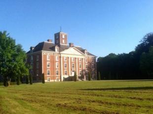 Ce magnifique appartement très lumineux grâce à son orientation parfaite se situe dans le grand domaine du parc du Château L