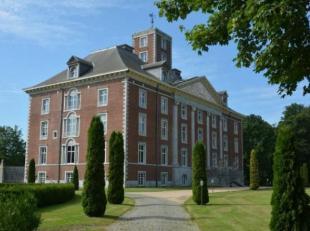Ce magnifique appartement aux finitions de grandes qualités se situe dans le grand domaine du parc du Château Lexhy à Horion. Il s
