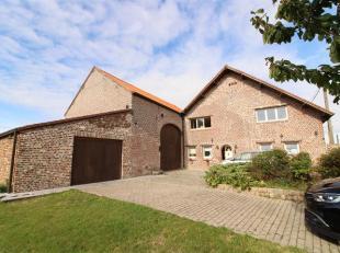 Trust a le plaisir de vous présenter cette agréable maison à remettre au goût du jour en bordure de champs dans la commune