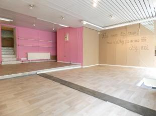 Trust vous propose cette surface commerciale située en plein centre de Gembloux (rue Notre dame) de 58 m² composée d'un hall d'entr