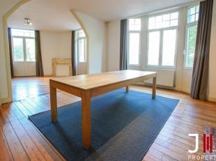 Idéalement situé non loin du quartier Sainte Catherine, bel appartement une chambre.Il se compose comme suit :Un hall avec wc sép