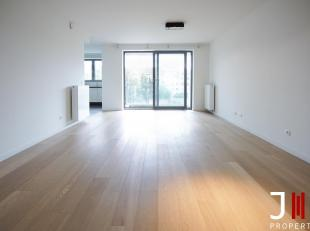 Ideally located near many shops and public transport (near Cora), very nice apartment located on the 4th floor consisting of:<br /> Entrance hall with