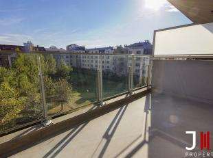 Ideally located near many shops and public transport (near Cora), very nice apartment on the 5th floor consisting of:<br /> Entrance hall with separat