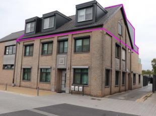 Luxe appartement met terras en veranda, dubbele carport met tuinkamer, privé ingang, lift, 2 badkamers en 2 slaapkamers.<br /> 118 m²+ 20