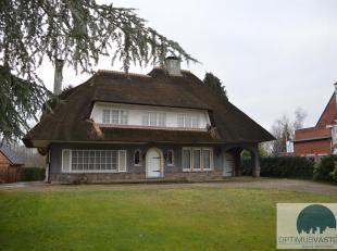 Deze ruime en statige woning staat te koop in Meerhout! Het betreft een woning van 240m² bewoonbare oppervlakte en deze is gelegen op een perceel