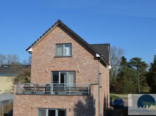 Dit ruime duplex appartement met 3 slaapkamers bevindt zich in Boekt op een gunstige locatie! Het appartement is te betreden via een privéinkom