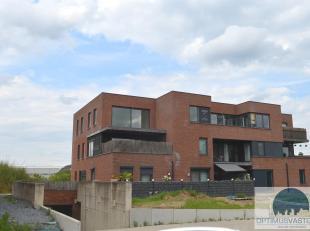 Appartement te koop te Kuringen! Dit appartement van 104m² met 2 slaapkamers werd prachtig afgewerkt. De volledig geïnstalleerde keuken besc