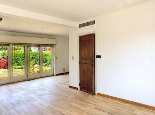 --- SOUS OPTION ---<br /> Ganshoren, Av. des Quatre-vingt hêtres, 31: Maison 3 façades se composant comme suit:<br /> Rez: Hall d'entr&ea