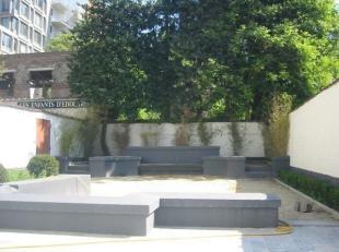 Près avenue Louise, appartement non meublé à louer.3 chambres , 2 salles de bains , beau jardin ,cuisine super équip&eacut