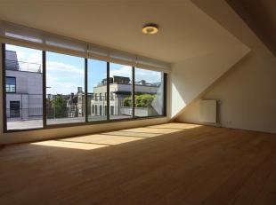 Châtelain- au 4ème étage d'un bel Hôtel de Maître rénové, un magnifique duplex Penthouse de +/- 200 m2 a