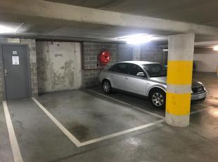 Contact : olivier@5bricks.be / 0490 57 49 95<br /> Grande place de parking au niveau -1 dans une copropriété de standing.