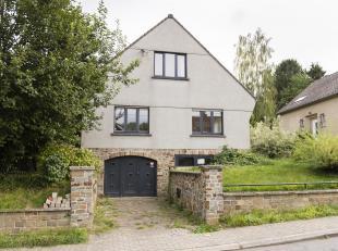 Laissez-vous séduire par cette villa rénovée avec goût et composée comme suit: living ouvert avec cuisine type am&ea