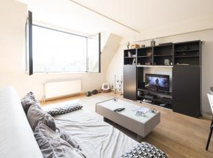 Dans le centre de Waterloo et proche de toutes ses facilités, laissez-vous séduire par cet appartement lumineux composé d'un gran