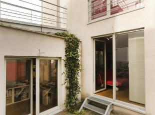 Très bel appartement de 100m² rénové en 2011 avec terrasse de 20m². Situé à 5 minutes de la Gare du Midi