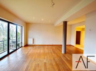 Quartier Molière: Bel appartement rénové de +-100m² au 3ème étage d'un immeuble moderne avec un séjour