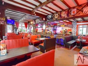Quartier Cirque Royal/Colonne de Congrès: Charmant restaurant/taverne de +/-180m² composé de 44 places, assise avec une cuisine ent