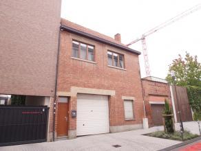 We vinden dit charmante appartement terug op de eerste verdieping aan de Melderstraat in het centrum van Hasselt. Dankzij de centrale ligging ben je i