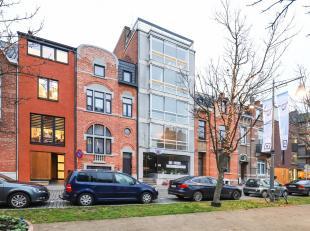 Dit mooie appartement vinden we terug op de derde verdieping van het gebouw gelegen op de Guffenslaan nummer 42 in Hasselt. Gezien deze uitstekende li