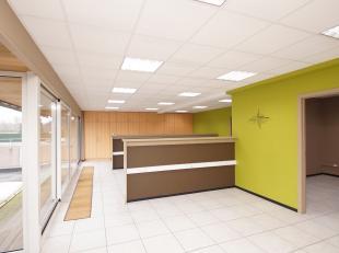 Het kantoor is gelegen op de eerste verdieping van het commerciële gebouw aan de Genkersteenweg 74 te Hasselt. <br /> Momenteel is de ruimte opge