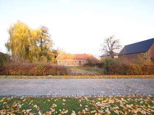 In het gezellige Diepenbeek vinden we deze interessante bouwgrond gelegen aan de Helstraat.<br /> Het perceel (LOT2) is geschikt voor open bebouwing e