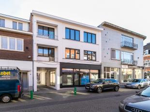 n het centrum van Bilzen aan de Korenstraat vinden we dit knap gerenoveerde appartementsgebouw. Het volledig vernieuwde appartement ligt op de tweede