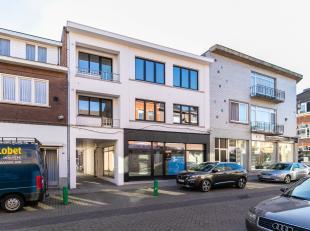 n het centrum van Bilzen aan de Korenstraat vinden we dit knap gerenoveerde appartementsgebouw. Het volledig vernieuwde appartement ligt op de eerste
