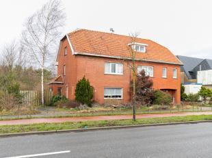 Ter hoogte van de Hasseltweg kunnen we deze zeer ruime woning, met een bewoonbare oppervlakte van maar liefst 330m2, op een riant perceel van om en bi