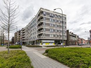 Aan de Kunstlaan, op de tweede verdieping,vinden we dit luxueze appartement van maar liefst 170m2 op wandelafstand van het Hasseltse stadscentrum!<br