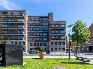 """Dit ruime appartement, van maar liefst 138 m2, vinden we terug op de zesde verdieping in residentie """"Schuttershof"""" gelegen aan het Leopoldplein nummer"""