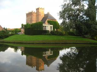 Kasteel van Wijer (CHATEAU DE WIJER PAR STEVOORT) In de schaduw van de kerk van Wijer ligt, weggedoken in het groen, de heerlijkheid van het kasteel v