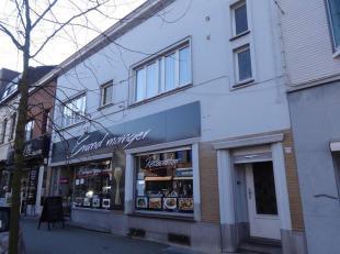 Immeuble mixte situé en plein centre de La Louvière et à proximité de toutes facilités. Celui-ci se compose au REZ
