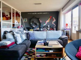 Magnifique appartement de +/- 132m2 situé au 3ème étage (avec ASCENSEUR). Proche de toutes les facilités, celui-ci se comp