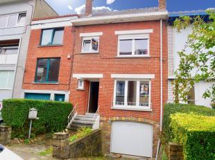 Dans un quartier calme et recherché de La Louvière, Maison de +/- 127 m2, proche de toutes les facilités, composée comme s