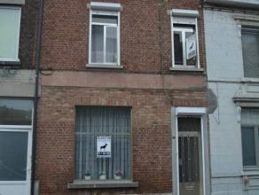 Monceau-Sur-Sambre: Charmante maison deux façades avec une COUR. A proximité de toutes commodités, cette belle maison en bon &eac