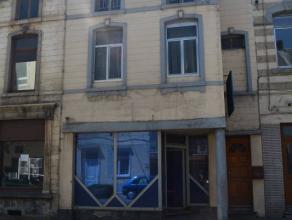 Nous vous présentons une maison à rénover avec énormément de potentiel à 2km de Charleroi. Cet immeuble est