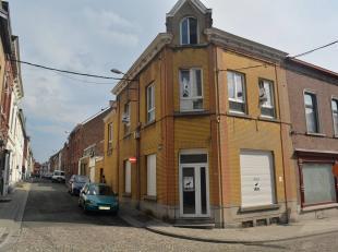 A ne pas manquer ! Bel immeuble avec appartement en excellent état à vendre sur Morlanwelz. Il se compose d'un rez-de-chaussée co