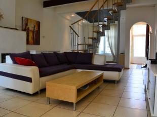 ---------- VISITES SUSPENDUES ----------L'ETUDE DES PROPRIETAIRES vous propose cette belle maison avec un grand JARDIN dans le centre de LA LOUVIERE (