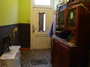 Spacieuse maison composée de 6 chambres avec beaucoup de potentiel situé dans la commune de Marchienne-Au-Pont. Cette spacieuse maison v
